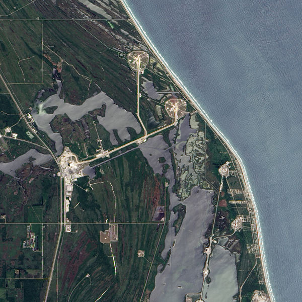 File:Cape Canaveral launch pad 39A and neighboring pad 39B.jpg